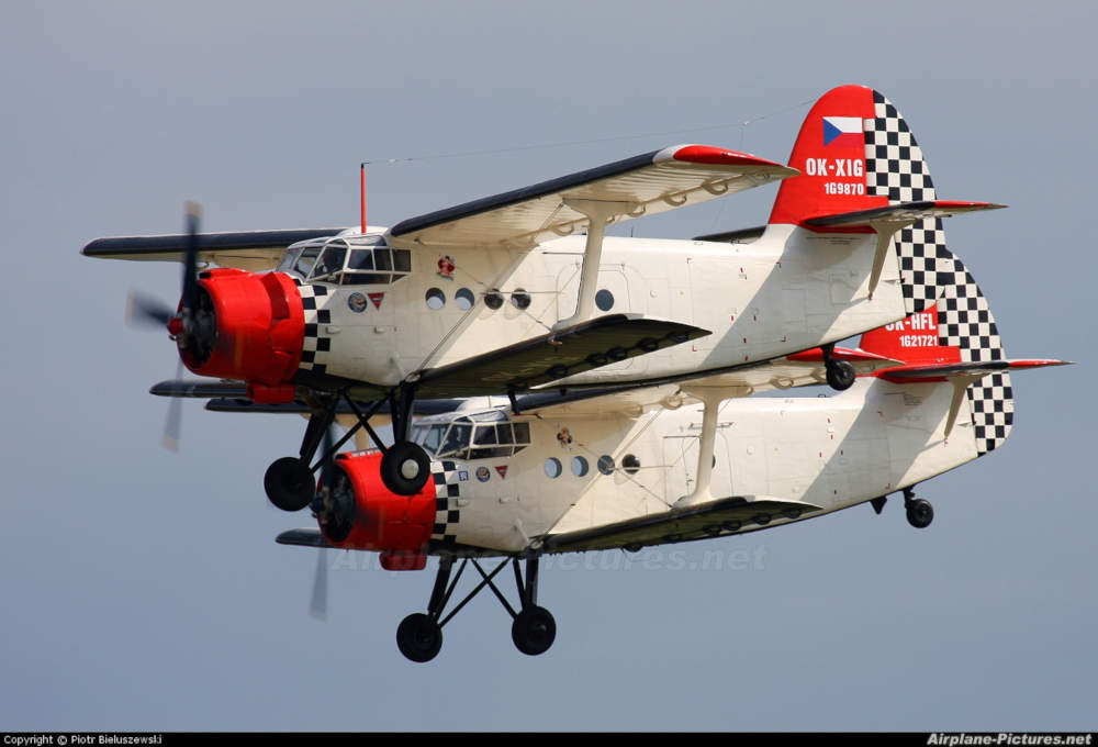 3x Antonov An-2